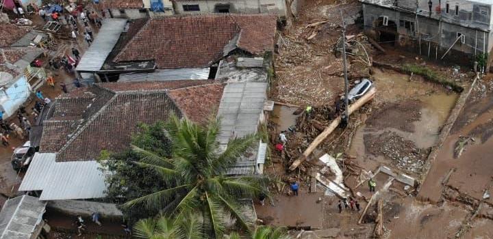 Donasi Untuk Korban Banjir Bandang Sukabumi & Bogor – SMP Al Hidayah Islamic Boarding School